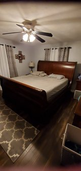 Thomasville kingstreet king size sleigh bed in Bolingbrook, Illinois