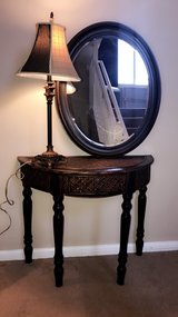 3pc entryway table w mirror and lamp. in Chicago, Illinois