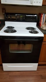 Electric stove in Cleveland, Texas