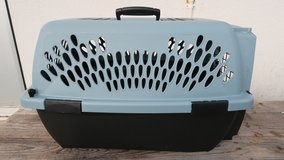 new condition pet crate carrier ( 13 1/2'' Tall X 22'' D X 15'' W ) ( phone only in Okinawa, Japan