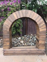 4 ft x  3 ft x 1 ft Redwood Flower Box in Travis AFB, California
