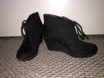 Like New!  Women's White Mountain Black Wedge Boots - Sz 7 in Chicago, Illinois