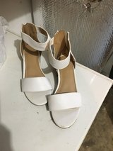 Girls dress shoes size 3 in Fort Campbell, Kentucky