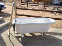 Antique Claw Foot Bathtub w feet Clawfoot Standard- Great condition. in Yucca Valley, California