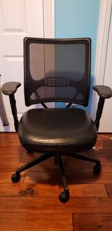 Desk chair. in Orland Park, Illinois