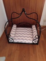 Dog Bed with Cast Iron Frame in Stuttgart, GE