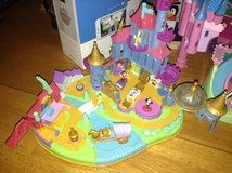 Beauty and the Beast Disney Polly Pocket Play Set in Chicago, Illinois