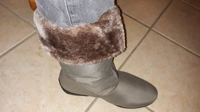 NEVER WORN - FUR LINED BOOTS in 29 Palms, California