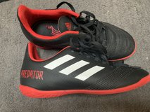 soccer shoes size 2.5 in Chicago, Illinois