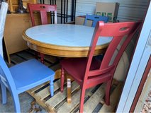 round tile top table w/4 chairs in Fort Leonard Wood, Missouri