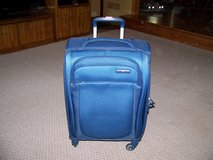 Samsonite 21 inch Spinner Feather Light Luggage New Never Used in Chicago, Illinois