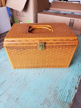 Vintage Wilson Wil-Hold Plastic Basket Weave Sewing Box w/2 Trays in Alamogordo, New Mexico