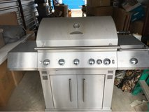 Master Forge 5 burner Natural Gas Grill in Byron, Georgia