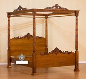 King Size Canopy Bed - Solid Mahogony in Wiesbaden, GE