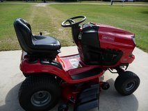 CRAFTSMAN T2200 42'' MOWER in Byron, Georgia