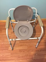 Portable potty chair in Fort Leonard Wood, Missouri