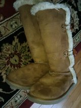 Girls Boots Sz. 2 in Chicago, Illinois