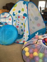 Play tent with tunnel and ball pit. Comes with hundreds of play balls. in Fort Lewis, Washington