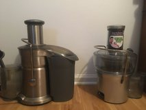 2 Breville Juicer BJE200XE and a 800JEXL/B in Beaufort, South Carolina