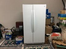 Kenmore Side By Side Freezer/Refrigerator Like New! in Beaufort, South Carolina