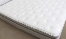 Sleep number King size mattress complete with base in Fort Leavenworth, Kansas