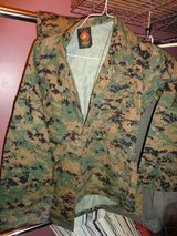 Green Cammie top size small short in Camp Lejeune, North Carolina