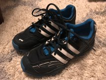 Youth Adidas Shoes Size 6 in Columbus, Georgia
