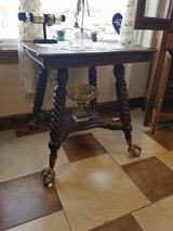"Amazing Lamp Table with 4"" ball and claw feet in Fort Leonard Wood, Missouri"