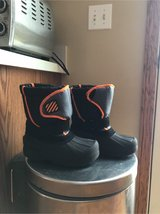 kids  snow boots in Bartlett, Illinois