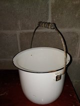LG Vintage/Antique White Black Rim Enamel Pot in Fort Leonard Wood, Missouri
