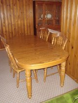 Oak Kitchen Table w/2 Extension Leaves and 4 Chairs MOVING OUT OF AREA in Tinley Park, Illinois
