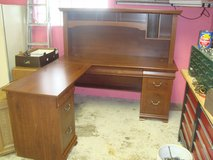 ASSEMBLED!!! Sauder Brand L-Shaped Home Office Work Center Desk with Hutch in Tinley Park, Illinois