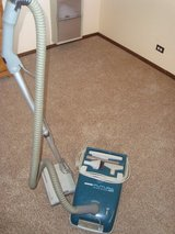 Hoover Brand Futura 550 Canister Vacuum w/Power Brush and Upholstery Tools in Orland Park, Illinois