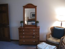 Ethan Allen Farmhouse Pine 5 Drawer Dresser/Chest & Mirror in Bolingbrook, Illinois