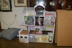 Like New Doll House with furniture in Tacoma, Washington