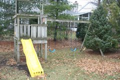 Free swing set. in Aurora, Illinois
