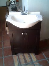 "NEW 25"" w X 19"" d vanity, top and High rise faucet in Alamogordo, New Mexico"