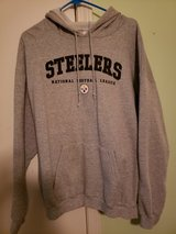 Mens Pittsburgh Steelers sweat shirt Xlarge in Fort Campbell, Kentucky