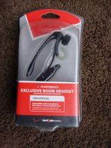 NEW PLANTRONICS UNIVERSAL BOOM HEADSET in Chicago, Illinois