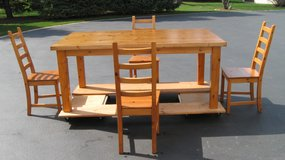 Table and Chairs in Chicago, Illinois