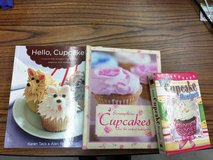 Cupcake Cookbooks 3 books $5 in Alamogordo, New Mexico