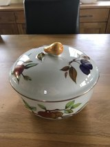 Royal Worcester - Evesham Gold - Covered Casserole Medium in Ramstein, Germany