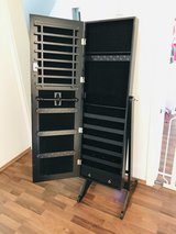 Jewelry Armoire with Mirror and Key in Stuttgart, GE