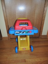 VINTAGE LITTLE TIKES rolling BBQ GRILL With Lights and Sound in Morris, Illinois