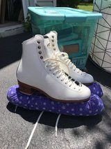Riedell Ice Skates Size 6 in Chicago, Illinois