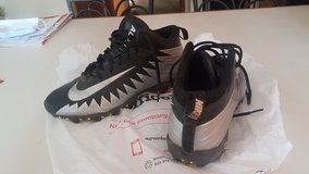 Baseball Cleats, Size 8.5W in Naperville, Illinois