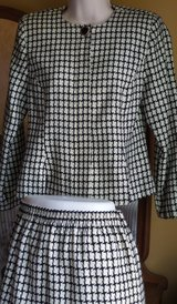 BEAUTIFUL CLASSIC BLACK AND WHITE CHEVRON DESIGN MATCHING CLOSE NECK JACKET AND SKIRT SIZE in Plainfield, Illinois