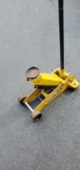 Hydraulic Floor Jack - 3 ton in Chicago, Illinois