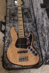 Moving sale,Bass fender elite american 5 strings with extras in Okinawa, Japan