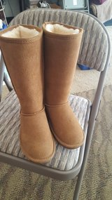 BEARPAW BOOTS SIZE 6 NEW NEVER WORN in Camp Pendleton, California